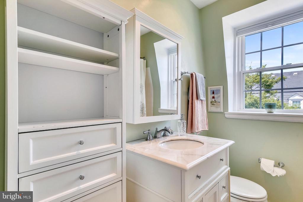Renovated upper bathroom - 4456 36TH ST S, ARLINGTON