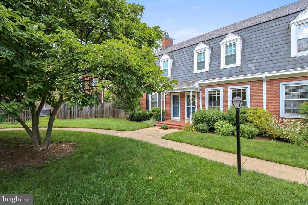 Lovely greenspace and giant courtyard - 4456 36TH ST S, ARLINGTON