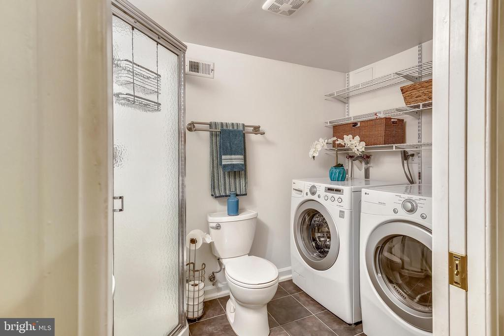Ensuite lower level bathroom - 4456 36TH ST S, ARLINGTON