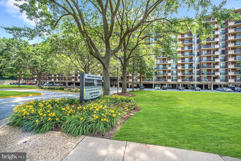 Convenient to The Pentagon, D.C. and much more! - 1300 ARMY NAVY DR #922, ARLINGTON