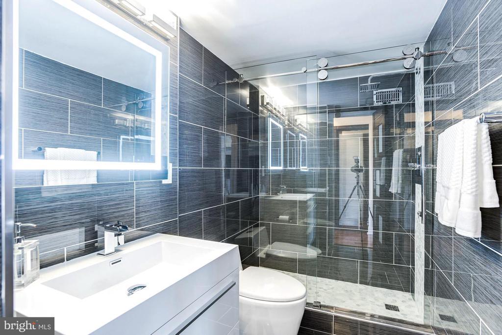 Second bathroom located in the hallway - 1300 ARMY NAVY DR #922, ARLINGTON