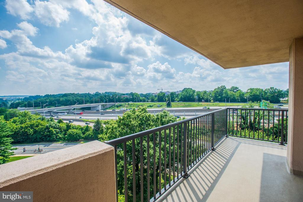 South and southwest exposure - 1300 ARMY NAVY DR #922, ARLINGTON