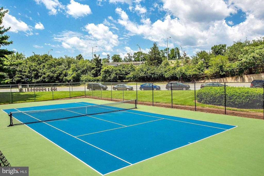 Tennis court - 1300 ARMY NAVY DR #922, ARLINGTON