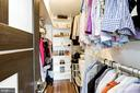 Owner's suite walk-in closet - 1300 ARMY NAVY DR #922, ARLINGTON