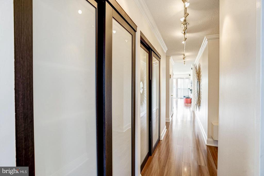 Hallway storage - 1300 ARMY NAVY DR #922, ARLINGTON