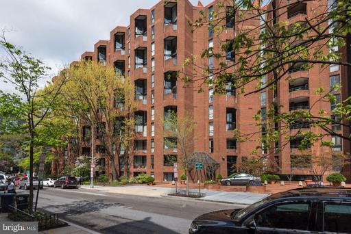 1099 22ND ST NW #306