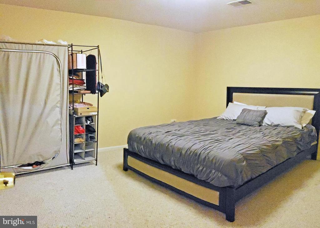 Basement rec room can be used as a bedroom - 46871 REDFOX CT, STERLING