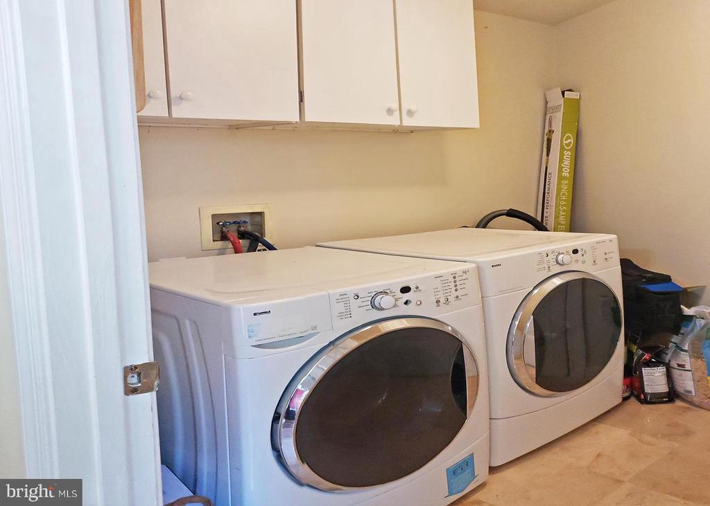 Washer and dryer unit - 46871 REDFOX CT, STERLING