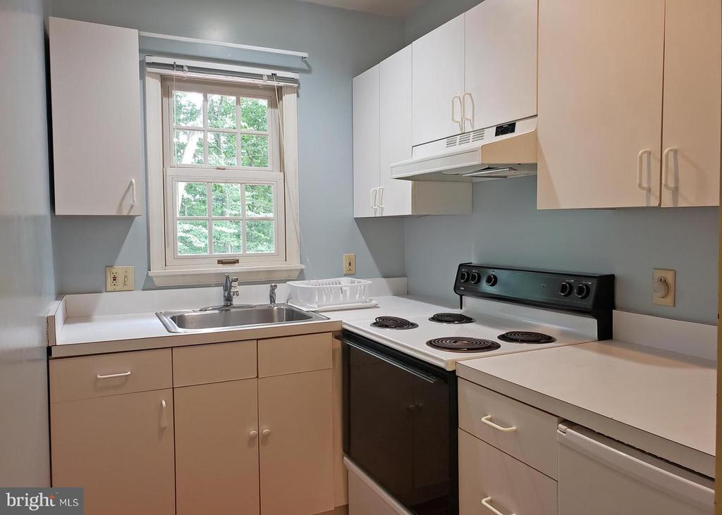 Kitchenette - 46871 REDFOX CT, STERLING