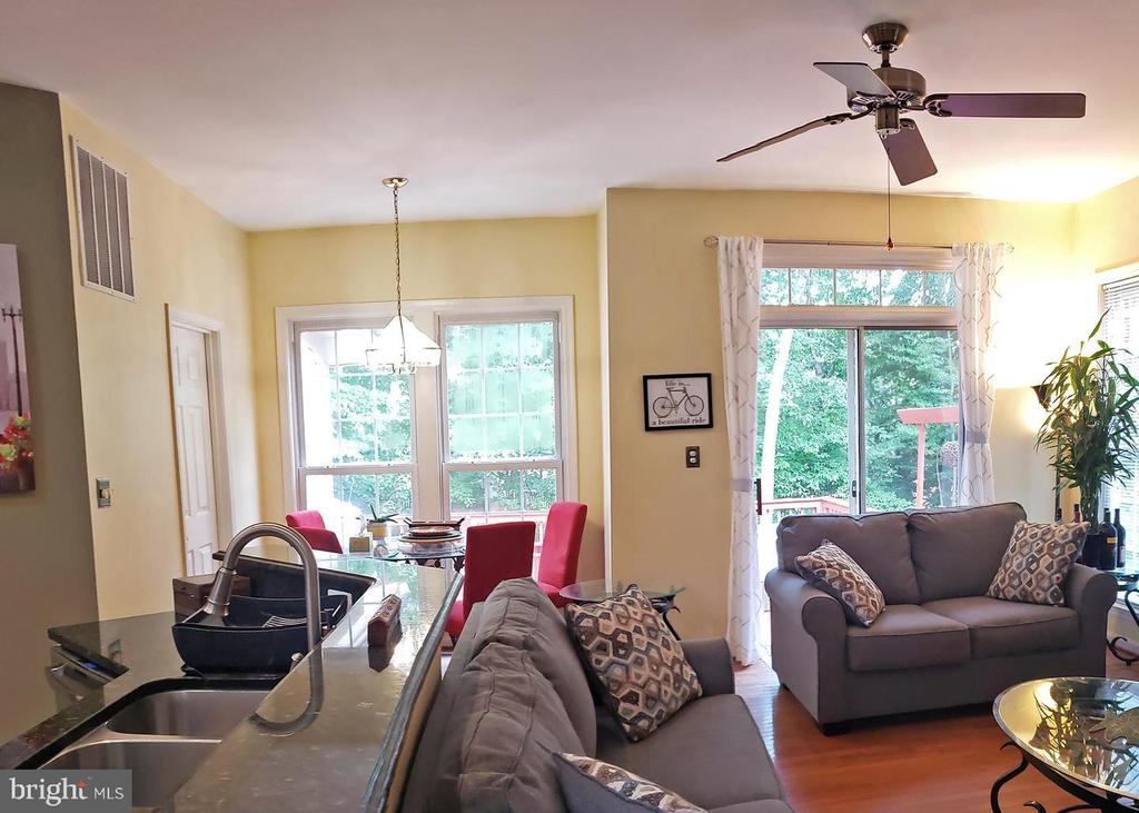 Family room/ Kitchen/ Breakfast nook - 46871 REDFOX CT, STERLING