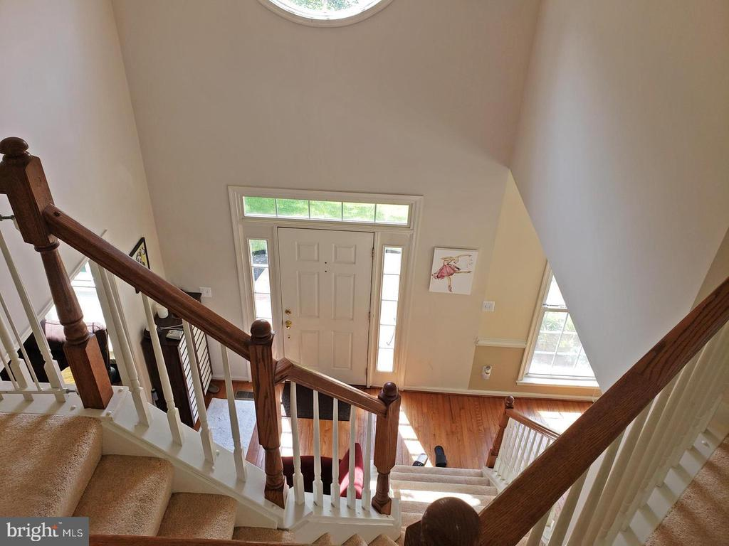 Staircase view looking at foyer - 46871 REDFOX CT, STERLING