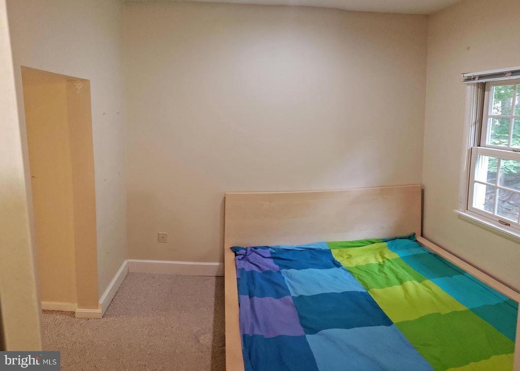Bedroom in basement - 46871 REDFOX CT, STERLING