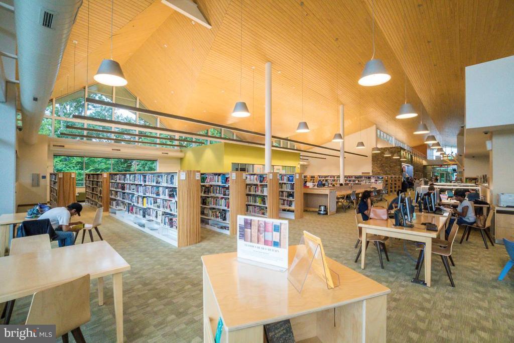Montclair Community Library-Interior - 5075 HIGGINS DR, DUMFRIES