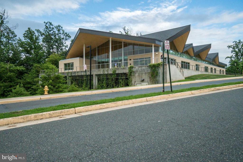 Montclair Community Library - 5075 HIGGINS DR, DUMFRIES