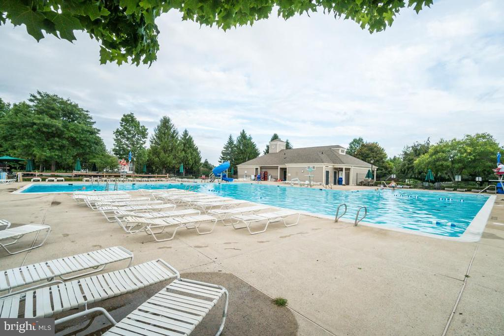 Southlake Pool - 5075 HIGGINS DR, DUMFRIES