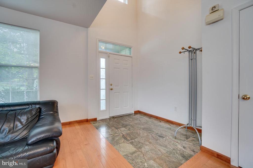 Main entrance-ceramic tile floor - 5075 HIGGINS DR, DUMFRIES