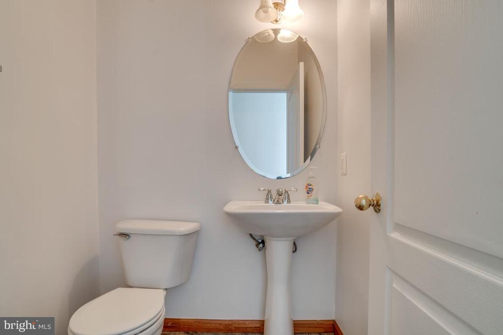 Main level powder room - 5075 HIGGINS DR, DUMFRIES