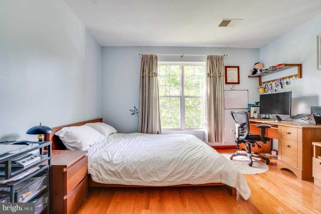 Upper level Bedroom #2 - 5075 HIGGINS DR, DUMFRIES