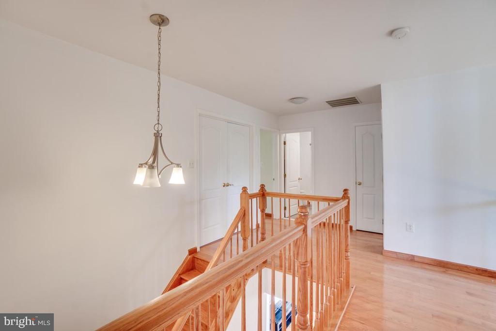 Upper level Hallway - 5075 HIGGINS DR, DUMFRIES