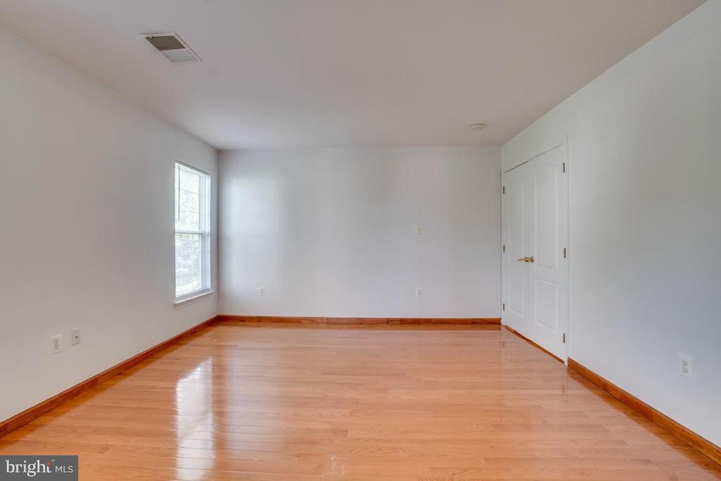 Master bedroom - 5075 HIGGINS DR, DUMFRIES