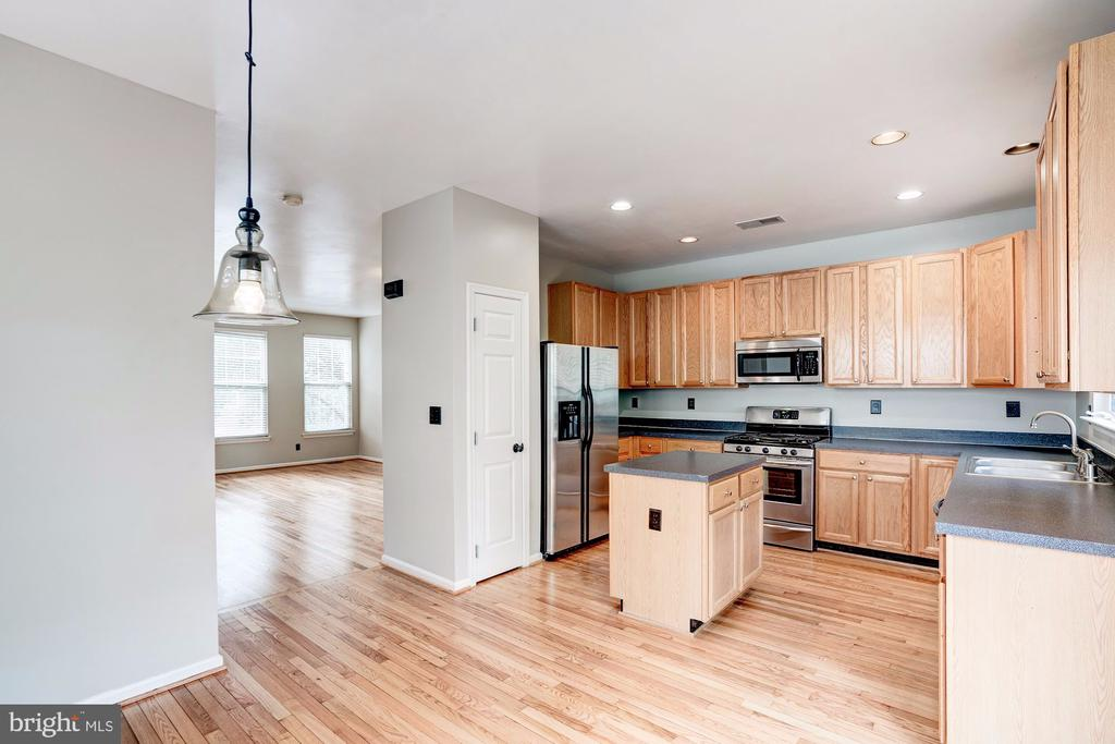 Kitchen with Hardwood floors! - 2558 JAMES MADISON CIR, HERNDON