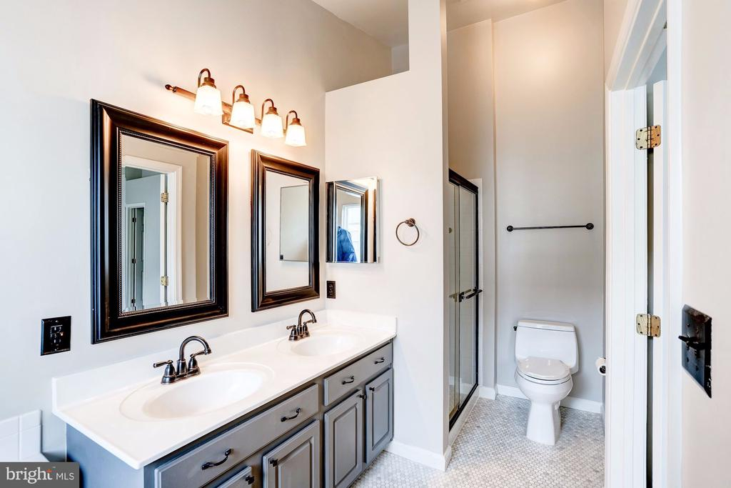 Updated Master Bath with separate Shower - 2558 JAMES MADISON CIR, HERNDON