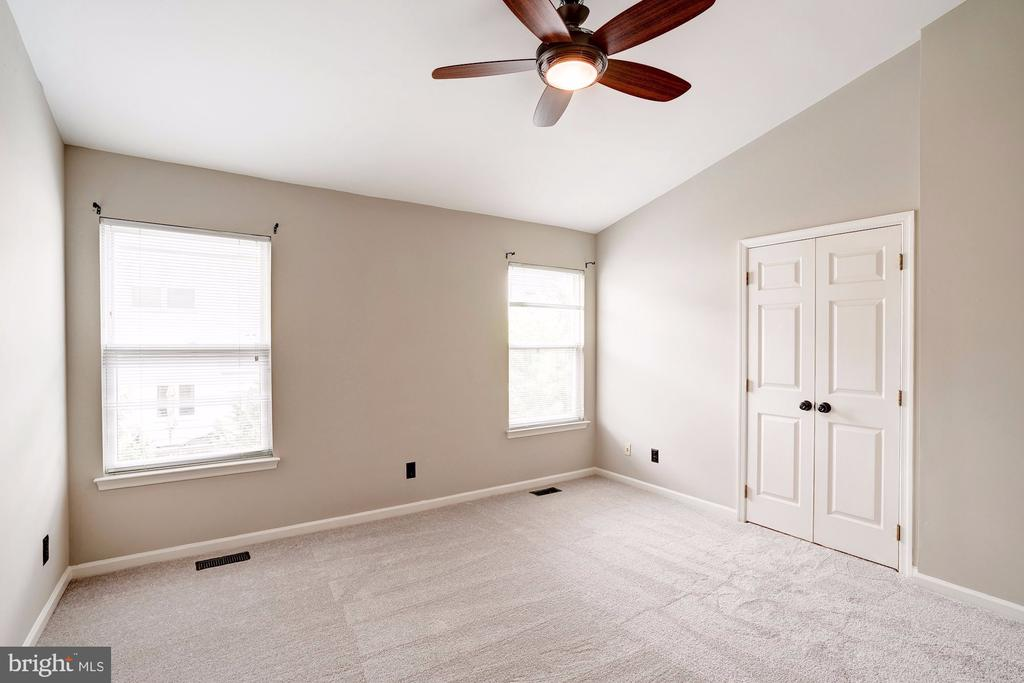 Master Suite with Vaulted Ceilings - 2558 JAMES MADISON CIR, HERNDON