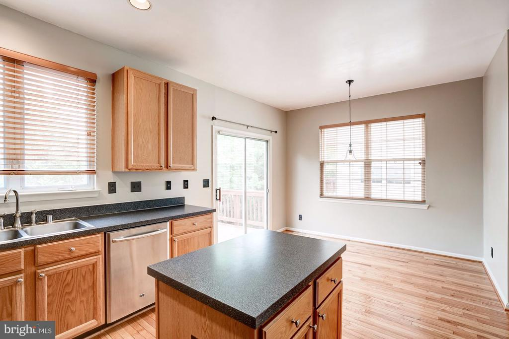 Kitchen with Island - 2558 JAMES MADISON CIR, HERNDON