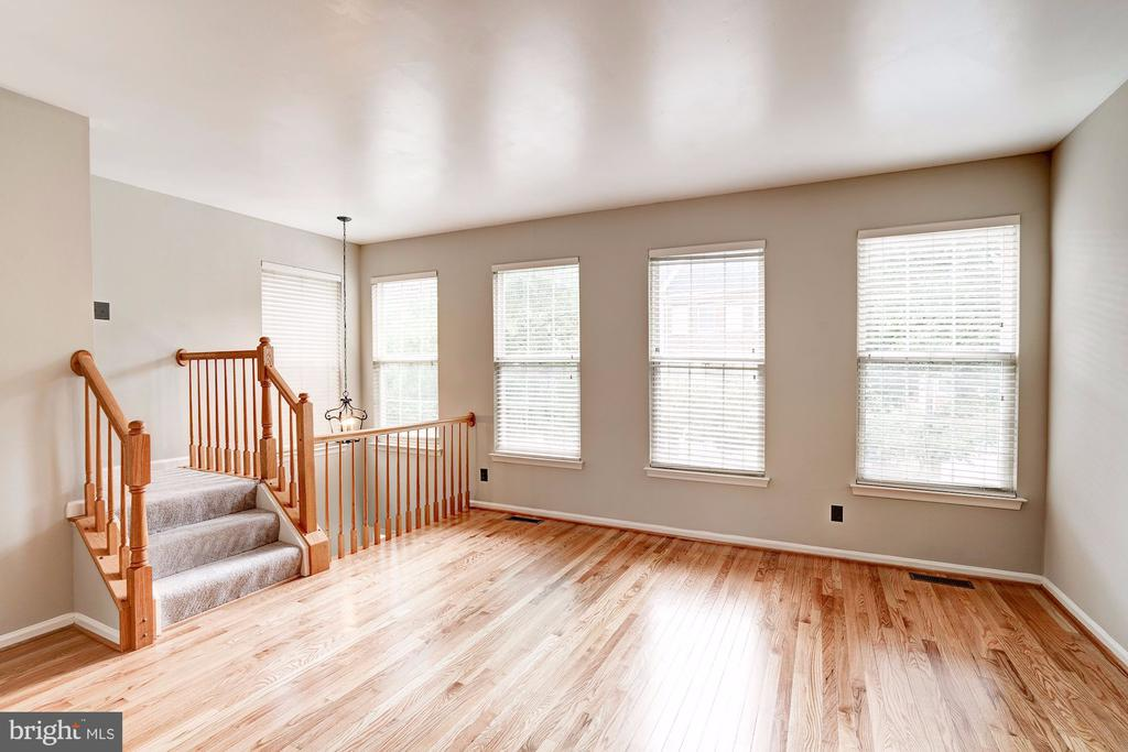 Light & Bright Living Room - 2558 JAMES MADISON CIR, HERNDON