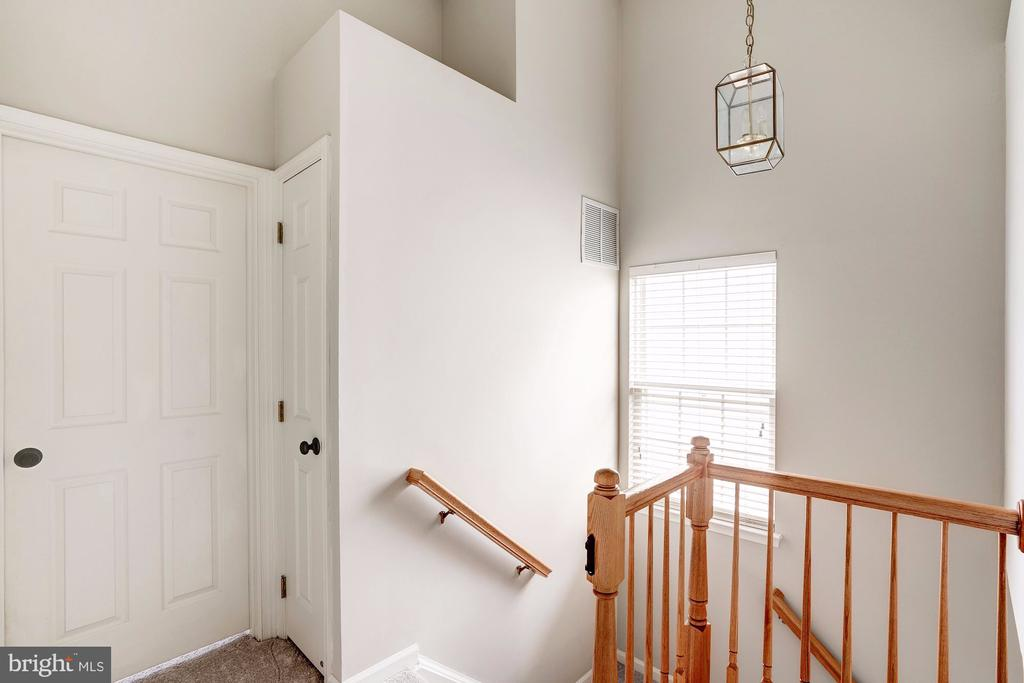 Upper Level Hall - 2558 JAMES MADISON CIR, HERNDON