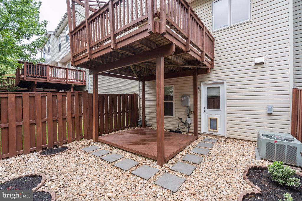Large Deck and Patio! - 2558 JAMES MADISON CIR, HERNDON