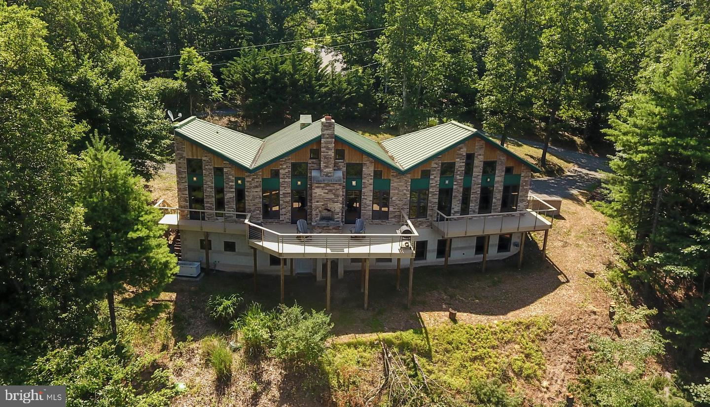 Single Family for Sale at 20 Apache Heights Ln Berkeley Springs, West Virginia 25411 United States