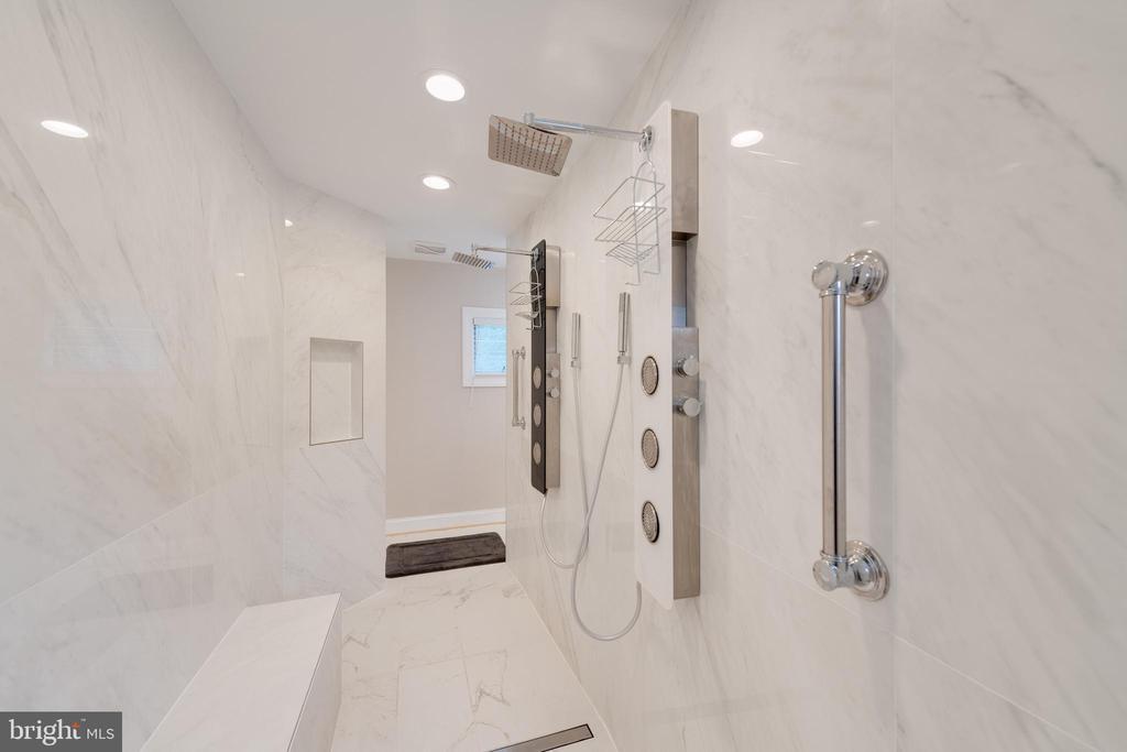 zero lip shower - 2108 SAHALEA TER, SILVER SPRING