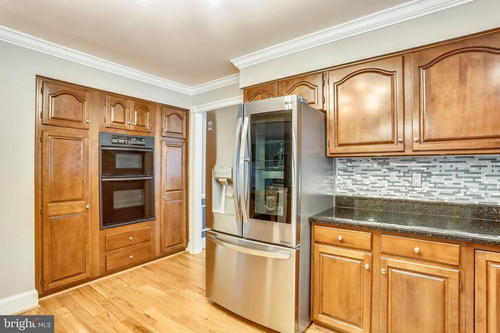 Double oven and pantry - 1012 MERCER, FREDERICK