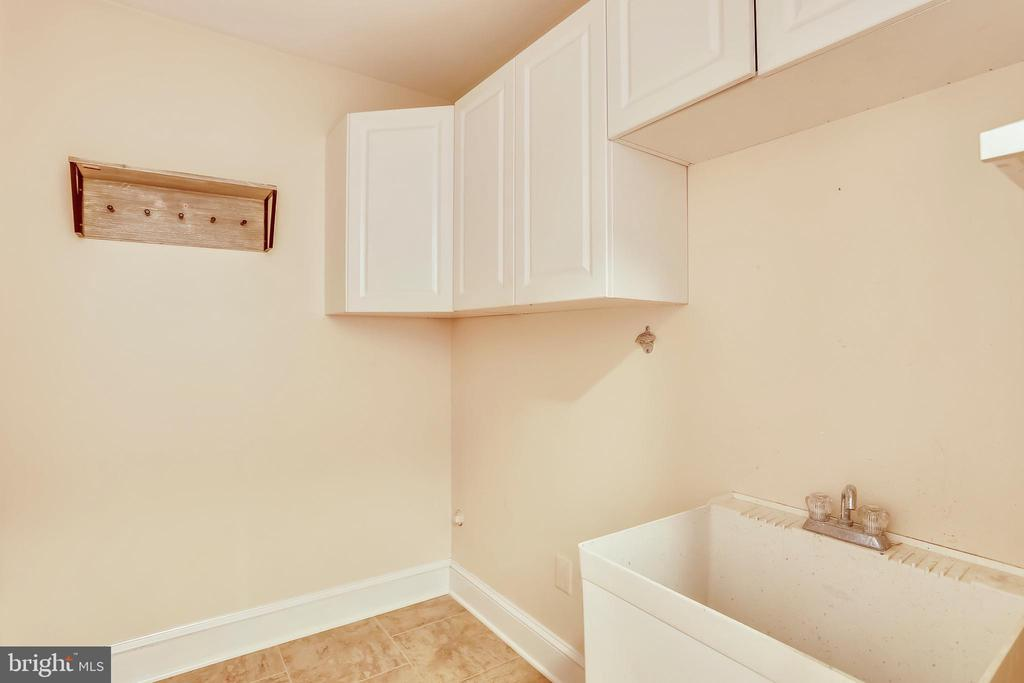 main level laundry or mud room - 1012 MERCER, FREDERICK