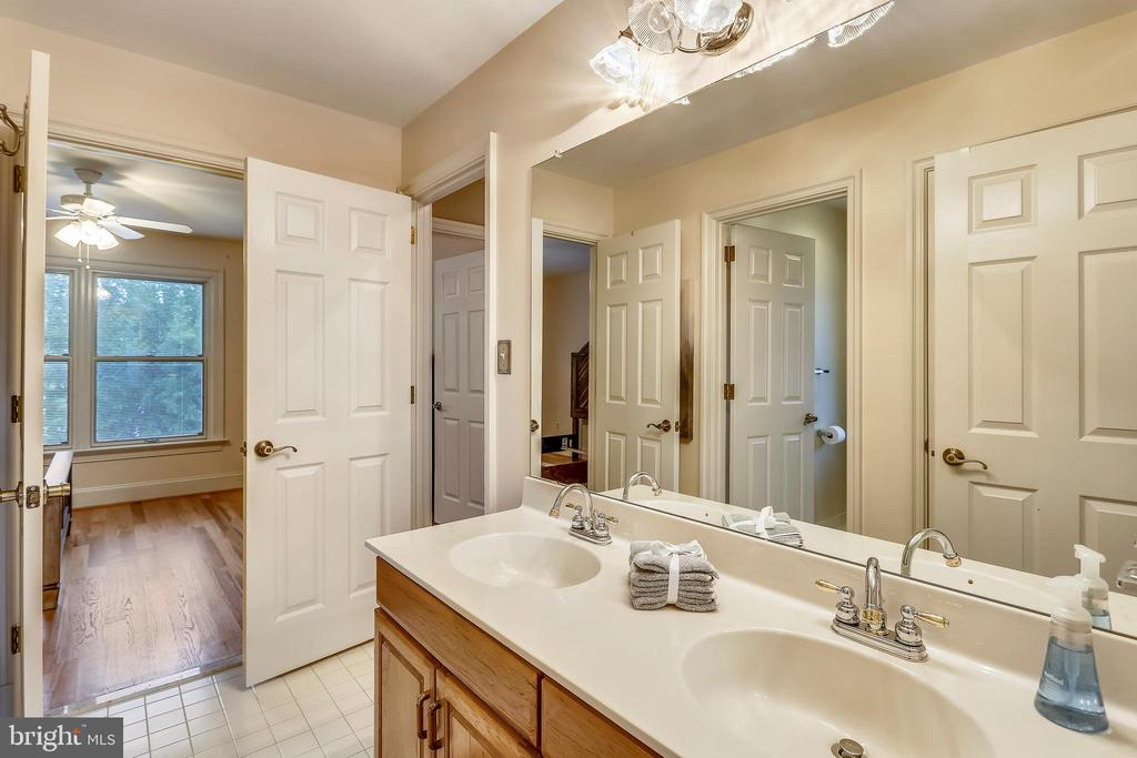 Second floor hall bath with 3 entrance doors - 1012 MERCER, FREDERICK