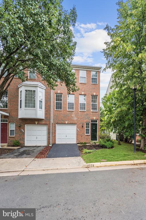 Three-Story All Brick End Unit - 2558 JAMES MADISON CIR, HERNDON