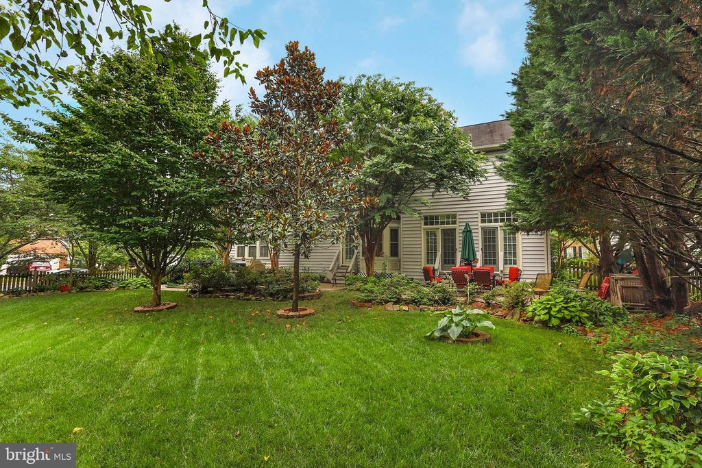 - 43348 ROYAL BURKEDALE ST, CHANTILLY