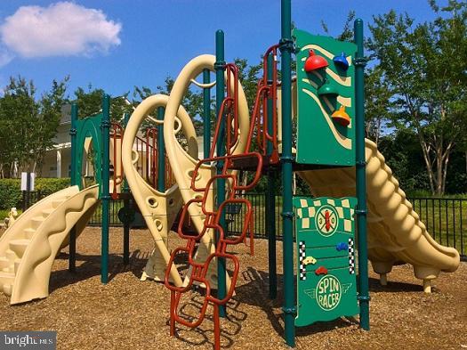 Community Playground - 19229 WINMEADE DR, LEESBURG