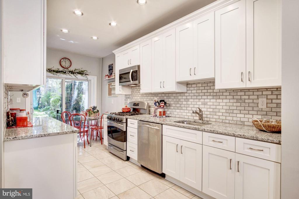 Kitchen - 217 9TH ST NE, WASHINGTON