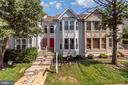 Bay window capped from top to bottom - 46796 FAIRGROVE SQ, STERLING