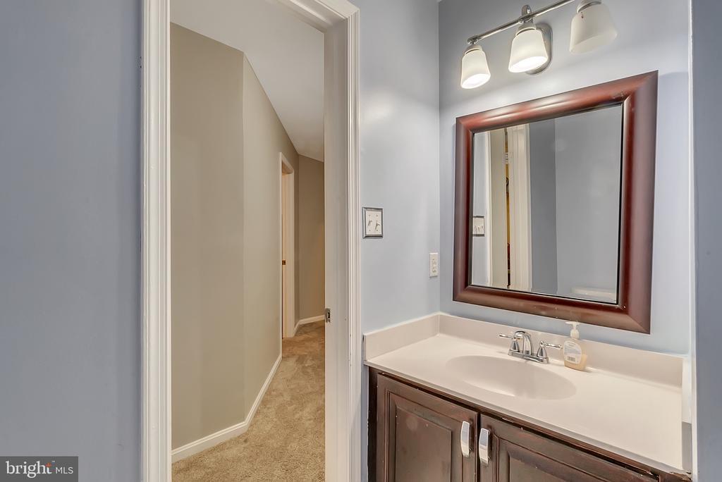 Full bath in finished basement - 46796 FAIRGROVE SQ, STERLING