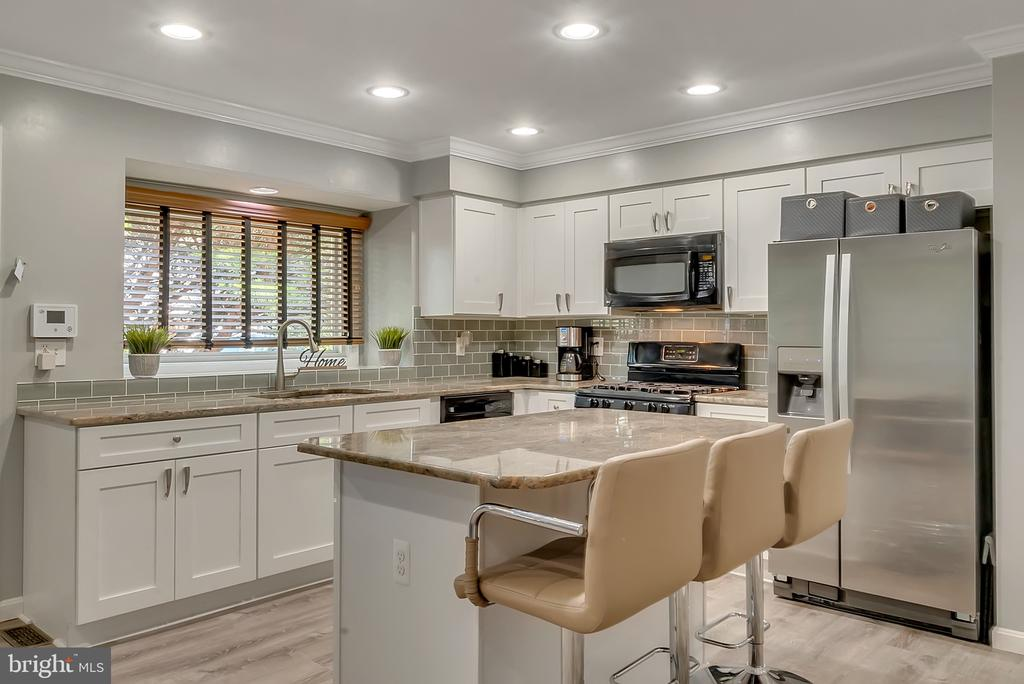 New cabinets, flooring, & backsplash 2018 - 46796 FAIRGROVE SQ, STERLING