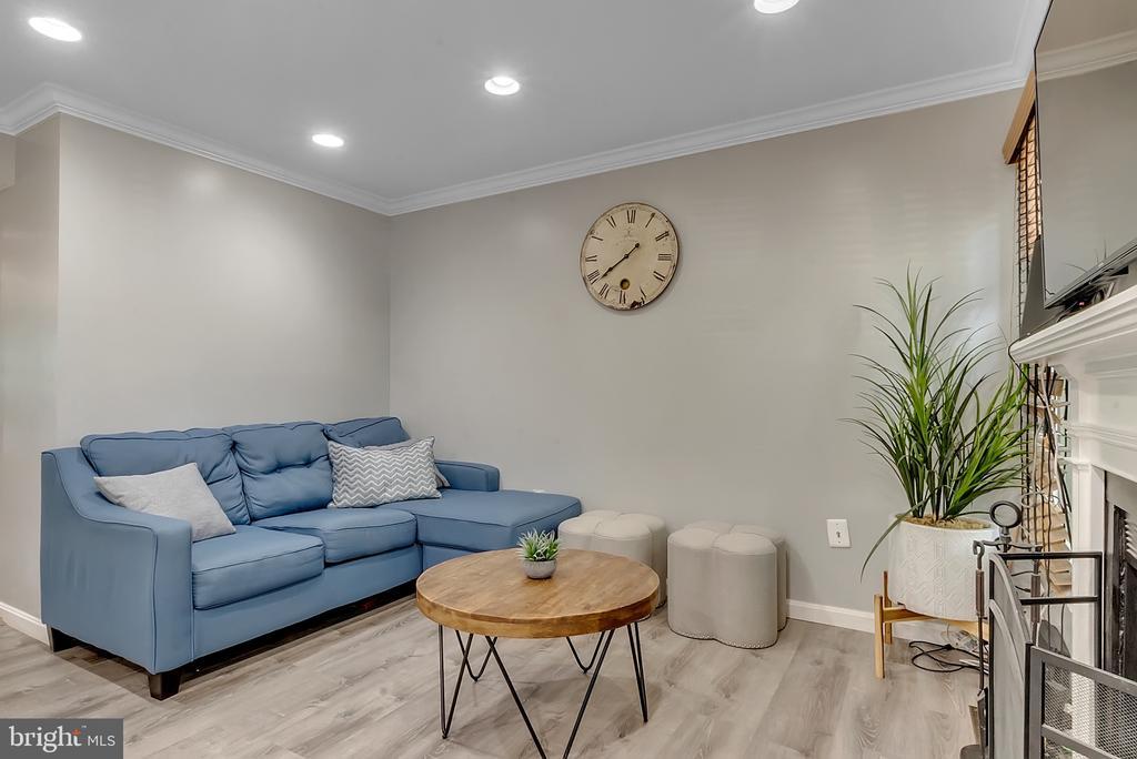 Family room off kitchen - 46796 FAIRGROVE SQ, STERLING