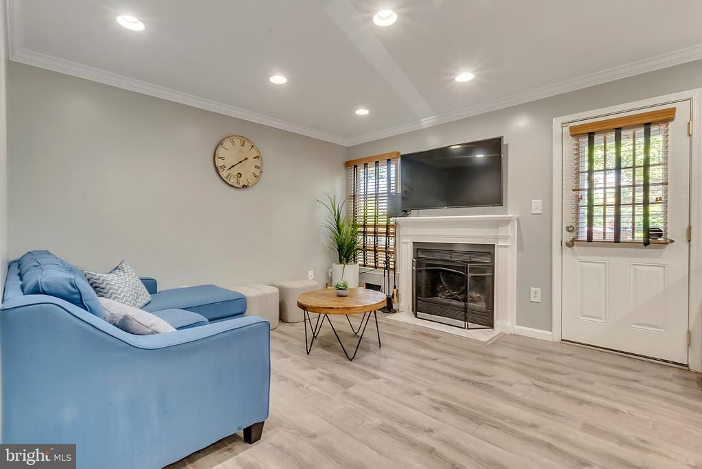 Enjoy your wood burning fireplace - 46796 FAIRGROVE SQ, STERLING