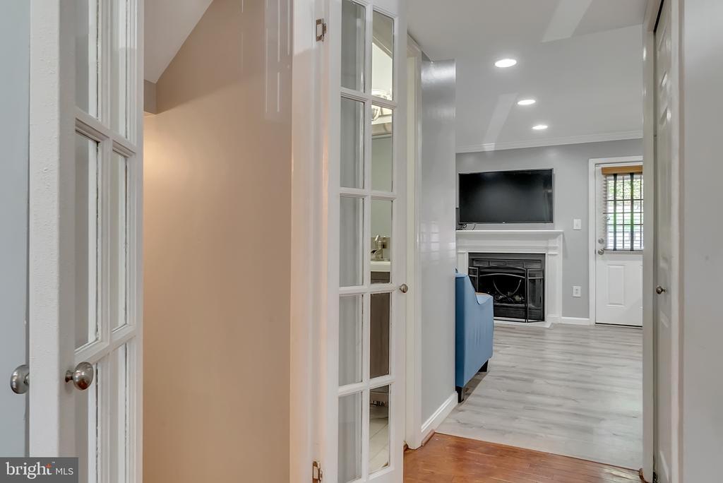 Hallway leading to basement & family room - 46796 FAIRGROVE SQ, STERLING