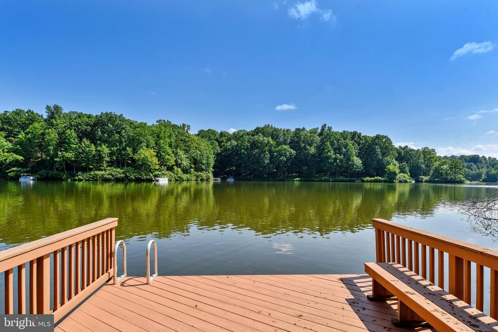 Private dock! Room for seating and fun! - 4697 FISHERMANS CV, DUMFRIES