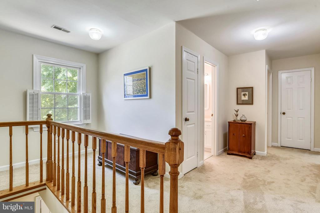 Open and airy hallway! - 4697 FISHERMANS CV, DUMFRIES
