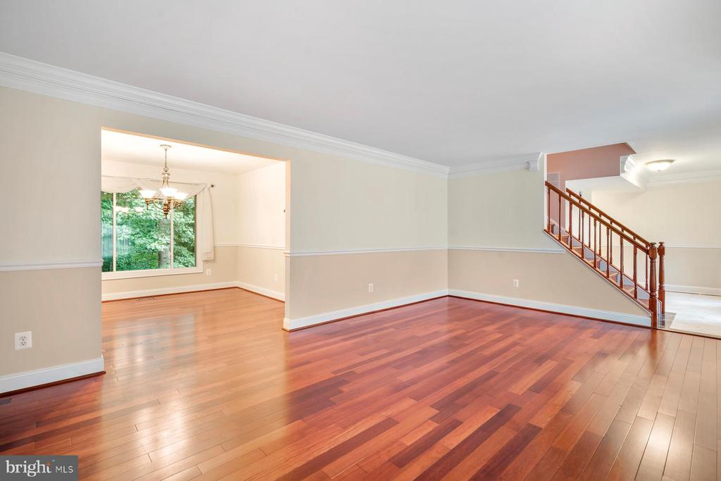 Formal Living Room flowing into Dinning Room - 9616 STAYSAIL CT, BURKE