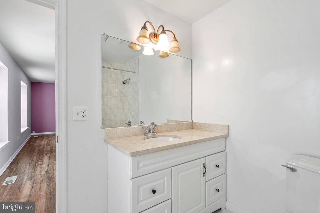 Master Bath - 9616 STAYSAIL CT, BURKE